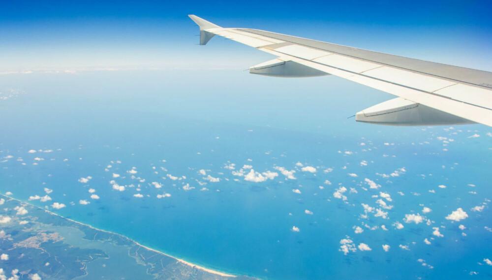 FOTO: Det aller beste er å droppe flyturen, men det er ikke alltid mulig. Nedenfor kan du lese om hvordan du kan gjøre noe for miljøet, selv om du tar en flytur en gang iblant. FOTO: Colourbox