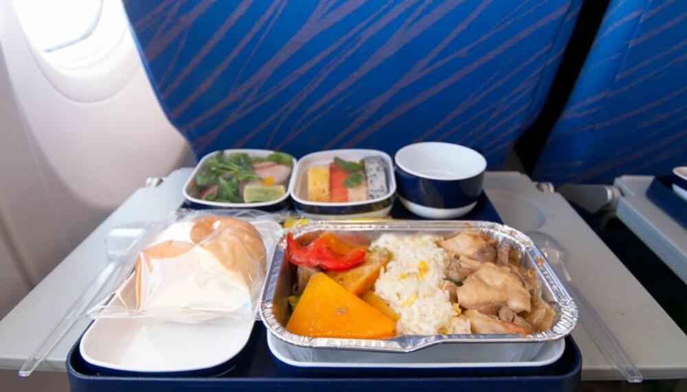 LITE SMAK: Maten du spiser på flyet smaker sannsynligvis ganske annerledes på bakken.