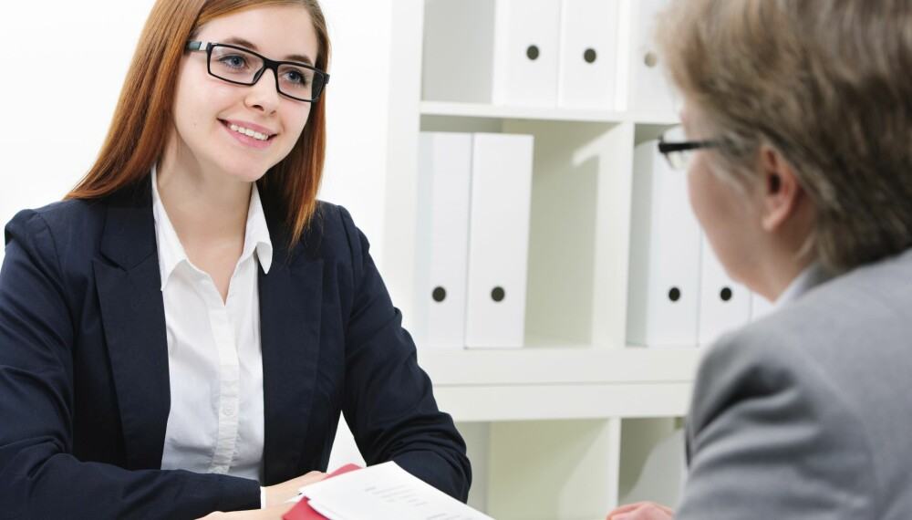 SAMTALE: Det er fort gjort å bli satt ut av jobbintervjuet. Se på intervjuet som en samtale fremfor et forhør. Foto: Thinkstock
