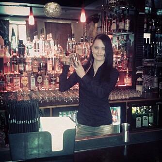 ARBEIDSLIV: Til daglig jobber Christina lange dager i en bar i Bergen.