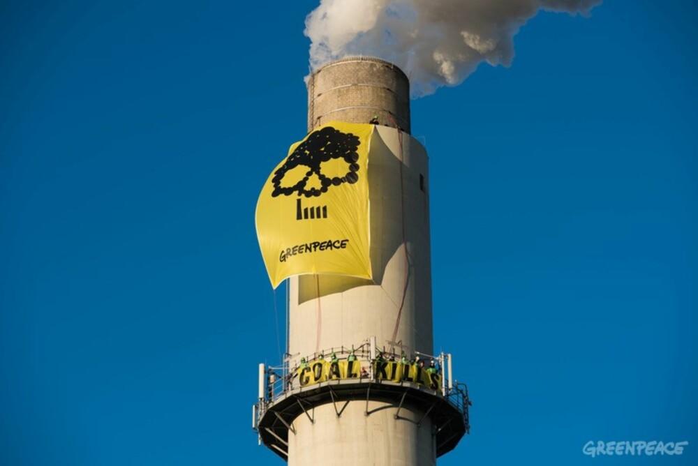 TRAKK SEG UT: I år ble det vedtatt at selskaper med mer enn 30 prosent kull i porteføljen skal ut av Oljefondet. I november annonserte verdens største forsikrings- og finansselskap, Allianz, at de gjør det samme. Her fra en Greenpeace-demonstrasjon mot kullkraft.