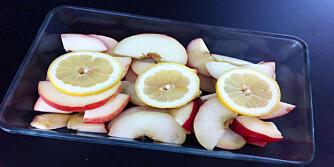 BAK I OVN: Frukten blir ekstra søt når du baker den i ovnen. Foto: Hanna Cornelia Ledder.