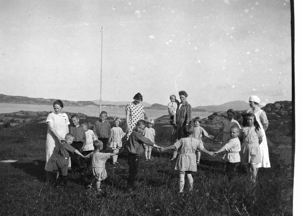 LEKENDE BARN: Jacob Walnums barnehjem på Karmøy tok imot barn fra de omreisende.