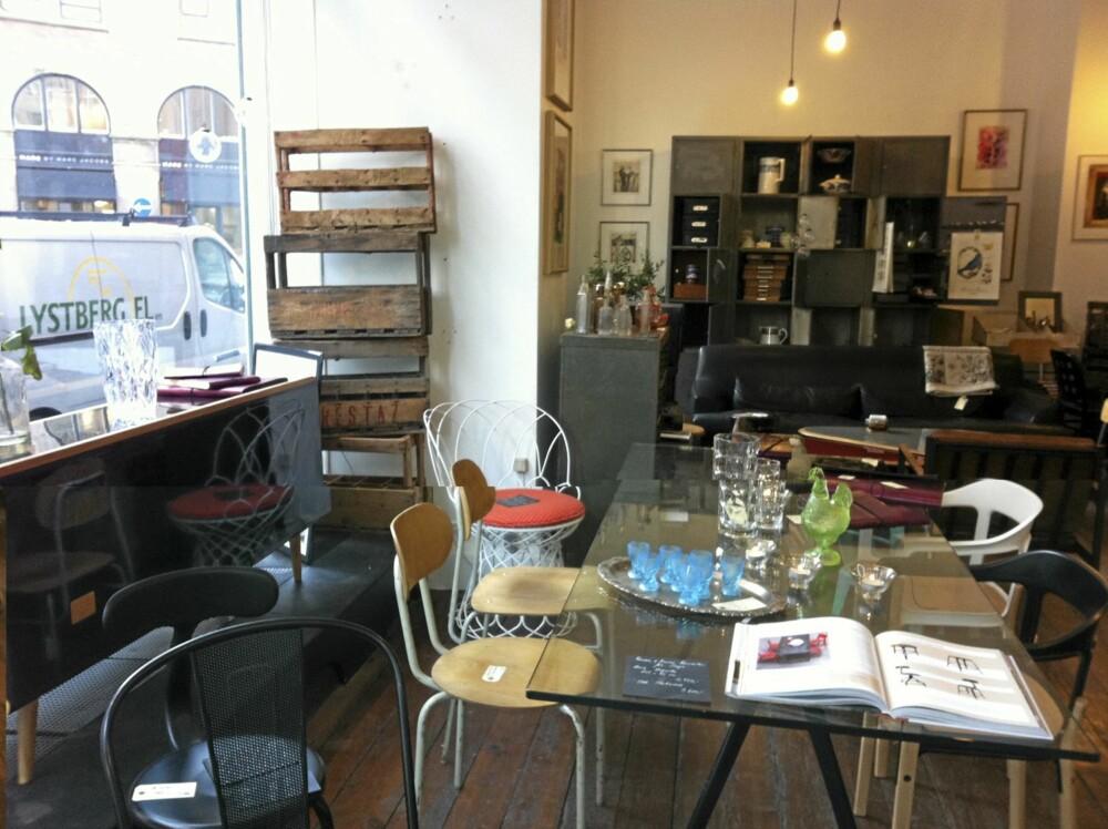 INTERIØR I GOD BLANDING: Det var en fristende miks av ting og møbler hos Beau Marché i København.