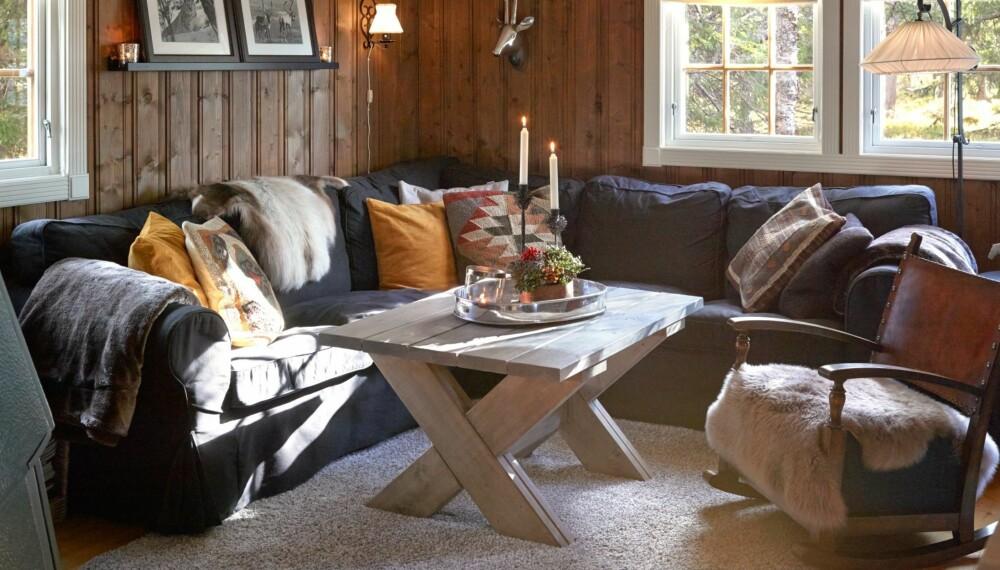 GJENBRUK: Interiøret på hytta består av en blanding av bruktfunn og hjemmelagde møbler.