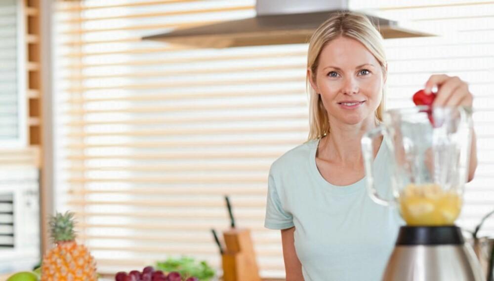MIKS I VEI: Putt i dine favorittfrukter og grønnsaker - så har du et raskt og fullverdig måltid i smoothien din.