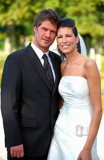 OPPSTILT: De tradisjonelle bryllupsbildene, der brudeparet står oppstilt og ser mot kameraet er på vei ut.