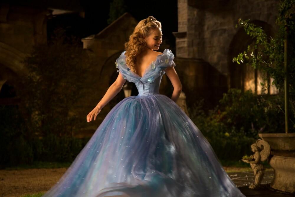 ASKEPOTT: Filmen Cinderella ble tidligere i år kritisert for å fremme et sykelig kroppsbilde, da diskusjonen rundt den smale midjen til hovedrolleinnehaver Lily James som spilte Askepott blusset opp på Twitter. FOTO: Disney