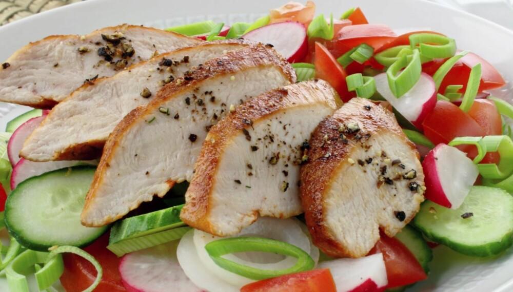 HVITT KJØTT: Det er overbevisende dokumentasjon for at kjøtt fra storfe, svin, sau og geit øker risikoen for utvikling av tykk- og endetarmskreft. Velg oftere kylling og kalkun.