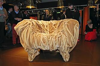 LEKNE FOLDER: Den rynkete lenestolen Grinza er designet av Fernando og Humberto Campana for Edra.