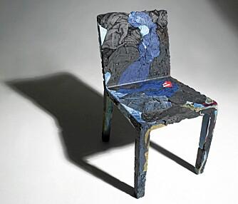 ALDRI NAKEN: Rememberme er designet av Tobias Juretzek for Casamania. Stolen består av brukte klær.