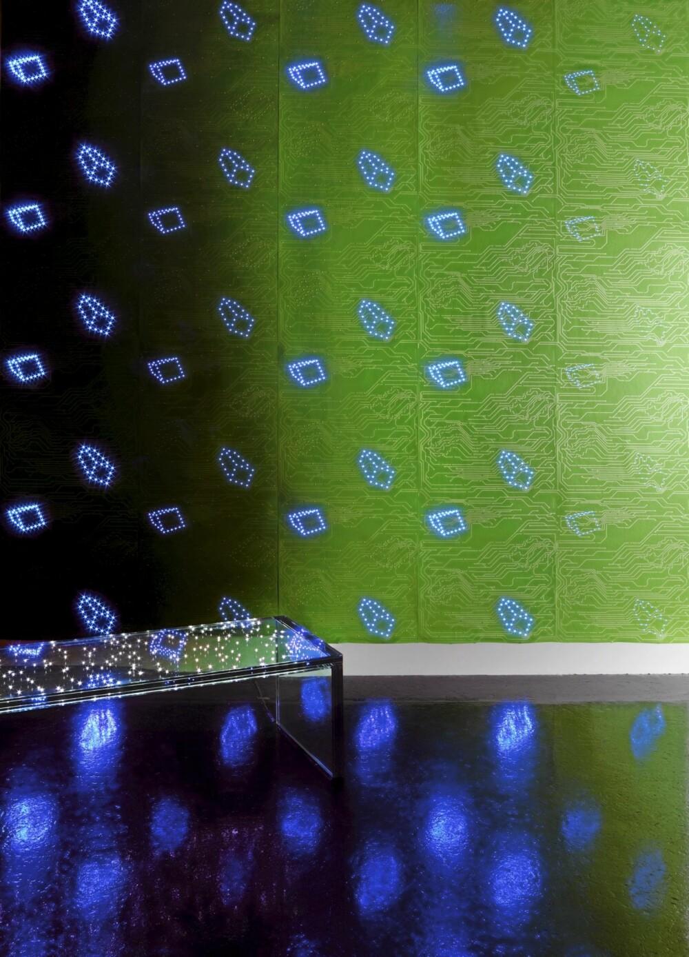 """TAPET MED LED-LYS: Tapetet """"Led Wallpaper"""" fra Ingo Maurer er ikke helt som andre tapeter."""