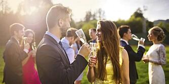 GJESTER TIL KAFFEN: Skal brudeparet invitere noen gjester til middag og resten til kaffen, er det viktig at de inviterer hele gjenger til kaffen og ikke deler opp vennegjenger.