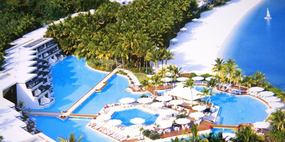 GREAT BARRIER REEF: Midt i verdens største korallrev ligger denne lile øyen - med ett av verdens beste hoteller på.