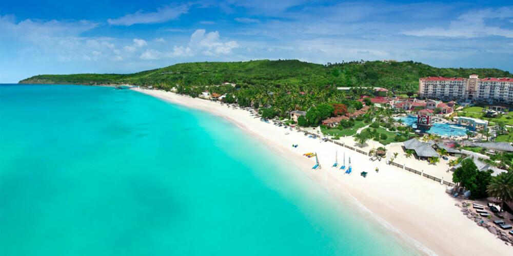 SANDALS: Dette hotellet ligger ved en av Karibiens beste strender.