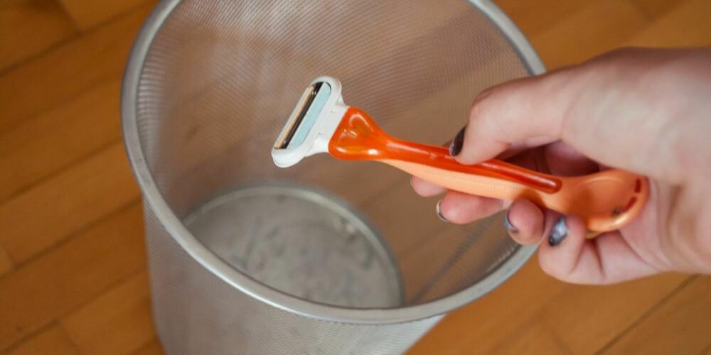 DROPP BARBERING: Kast sløve barberblader som skraper opp huden.