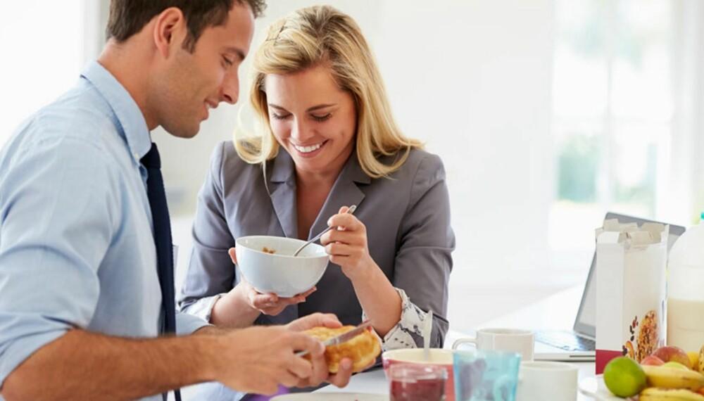 FØR JOBB: Sørger du for inntak av den riktige maten før du drar på jobb, sikrer du deg en mer effektiv, produktiv og fokusert arbeidsdag. Tenk også over hva slags mat du spiser på jobb.