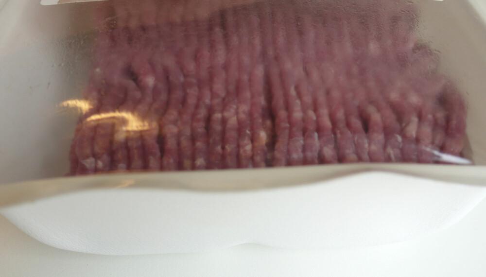 OPPBLÅST: Kjøttdeigen har enda ikke gått ut på dato, men likevel har emballasjen blåst seg opp. Hvorfor skjer dette?