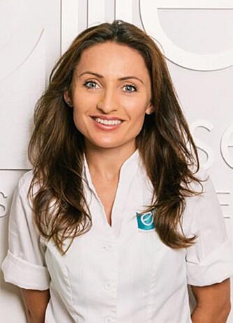 SYKEPLEIER: Isabella Bukurie Krasniqi, klinikksjef og sykepleier hos Elite Helse Medisinsk senter, forteller at kroppslukten vil inneholde en høyre konsentrasjon av 2- noneal jo eldre man blir.