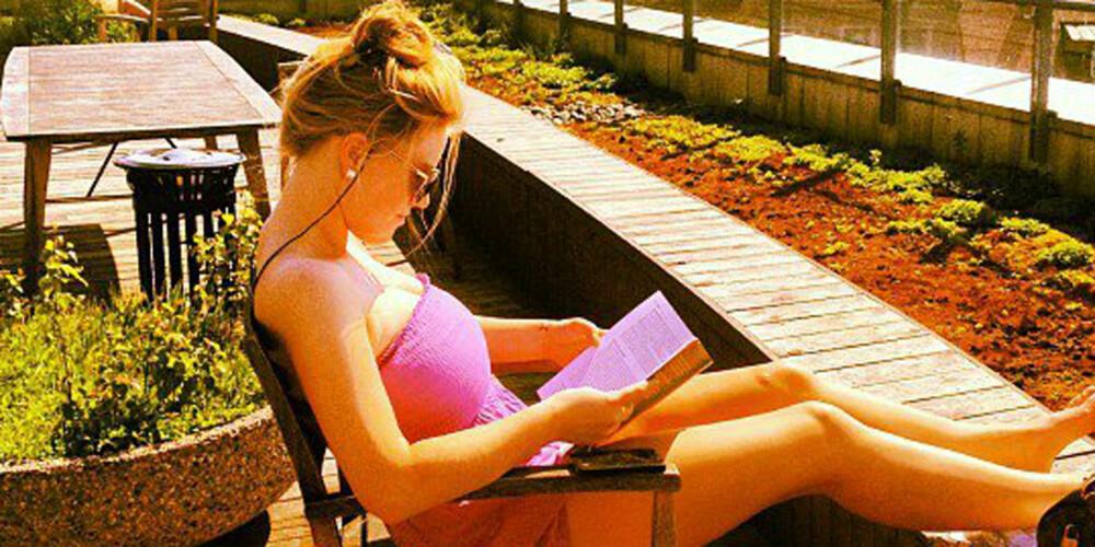 HUN MED PUPPENE: Det var flere som kalte henne Karoline med de store puppene før hun tok brystreduksjon. FOTO: Privat