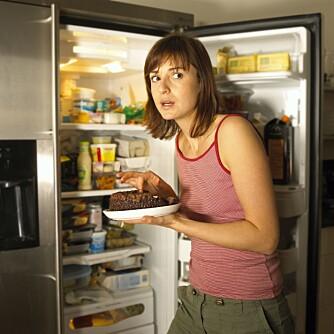 DU LURER DEG SELV: Det er bare tull å spise en liten dessert hver dag etter middag for å unngå større sug senere på kvelden, mener Andreassen.