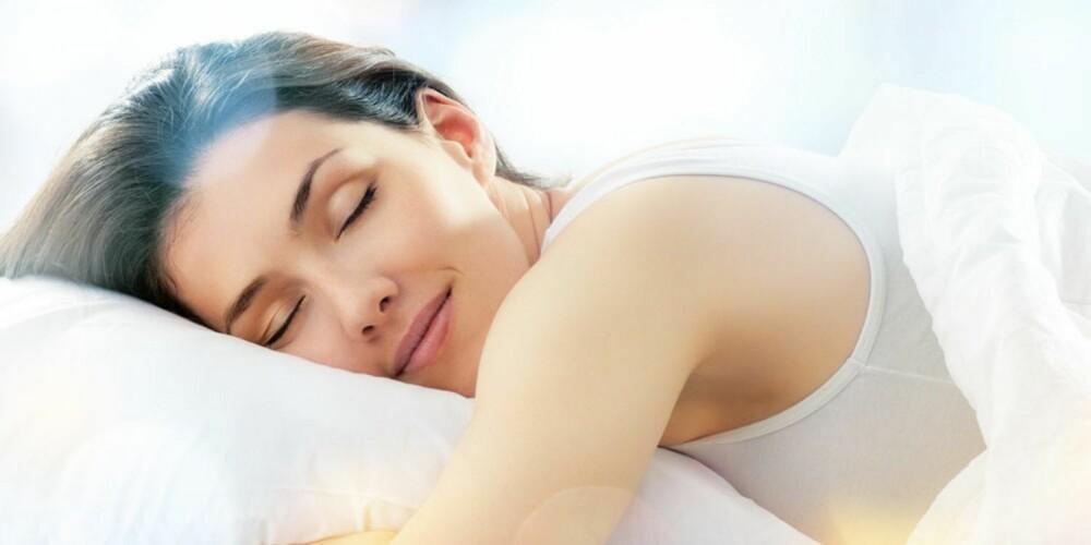 SOV GODT: Søvn av god kvalitet (uavbrutt søvn i 6-8 timer) er viktig for at den hormonelle balansen i kroppen skal fungere optimalt, også i forhold til å ta vare på huden.