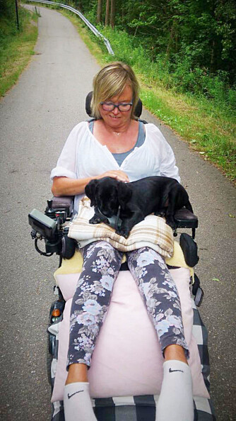 I DAG: Anne på tur i rullestolen tidligere i år.
