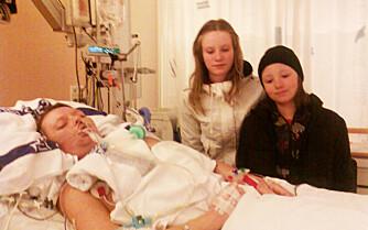ANNE MED DØTRENE: Bildet er tatt på sykehuset like etter infarktet.