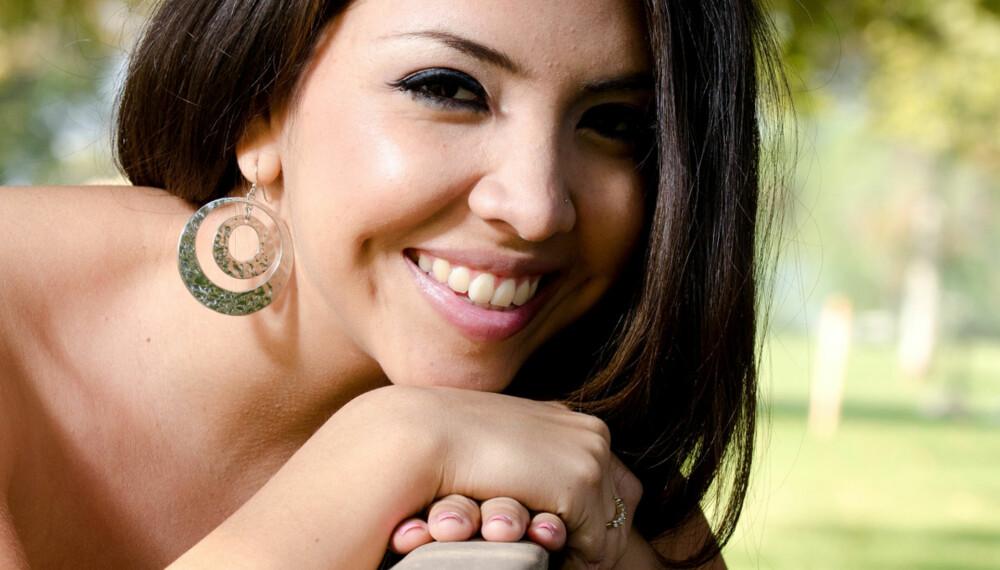 SMITTSOMT: Hjernecellene speiler det øyet ser. Et smil er derfor smittsomt.