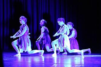 DANS OM KVINNER: Danseforestillingen 5me av KompaniKonta. På bildet er danserne Anita Vilenica, Malene Aarseth, Marit Gjølme Dalva, Matilda Bosson og Anne Sjøbakken Fleiner.