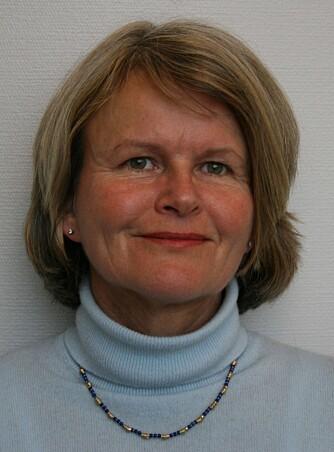 PROFESSOR: Anne Aamdal Scheie, doktor og professor ved Institutt for oral biologi på Universitetet i Oslo, forteller at det finnes flere millioner bakterier på tannbørsten, blant dem kan det være sykdomsfremkallende bakterier.