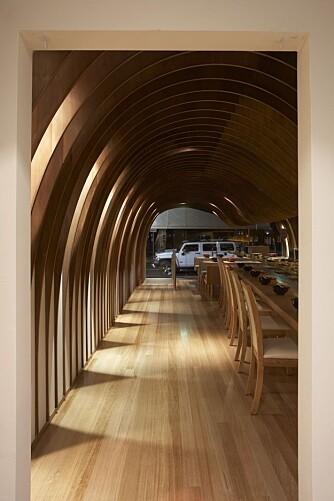 HULEBOER: På Cave Restaurant i Sydney får man følelsen av å innta middagen i en lun hule.