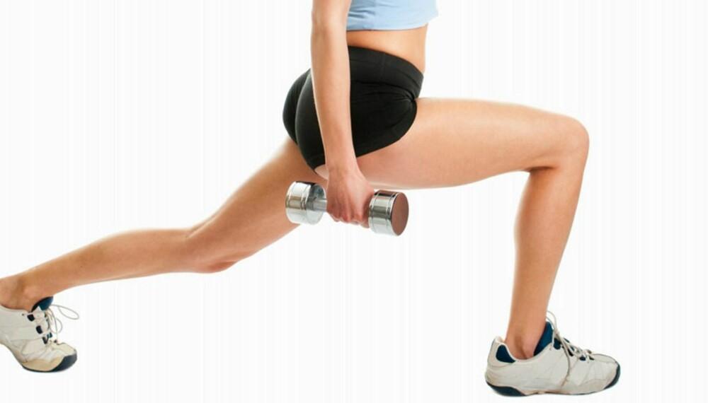 DROPP JOGGESKO: Trener mener du bør trene styrke som utfall barfot fremfor å trene i joggesko.