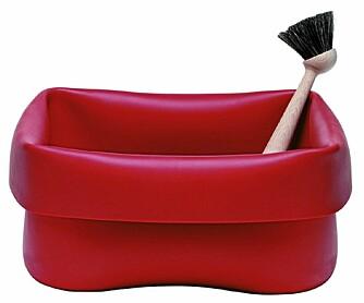 PLAST: Den tøffe oppvaskbaljen i plast er helt i tråd med stilen hos Normann Copenhagen.