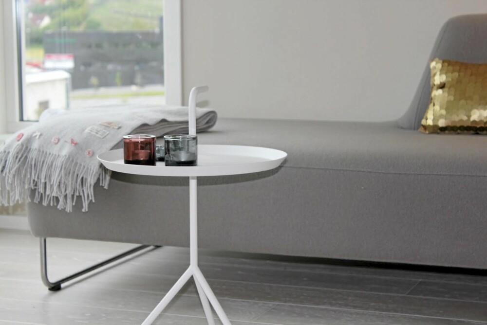 TAKE AWAY: Dette smarte lille bordet fra Hay er lett å bære med seg dit man trenger det.