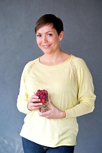 SUNNHETSEKSPERT: Trine Berge slår et slag for å bruke kokosolje på på og i kroppen.