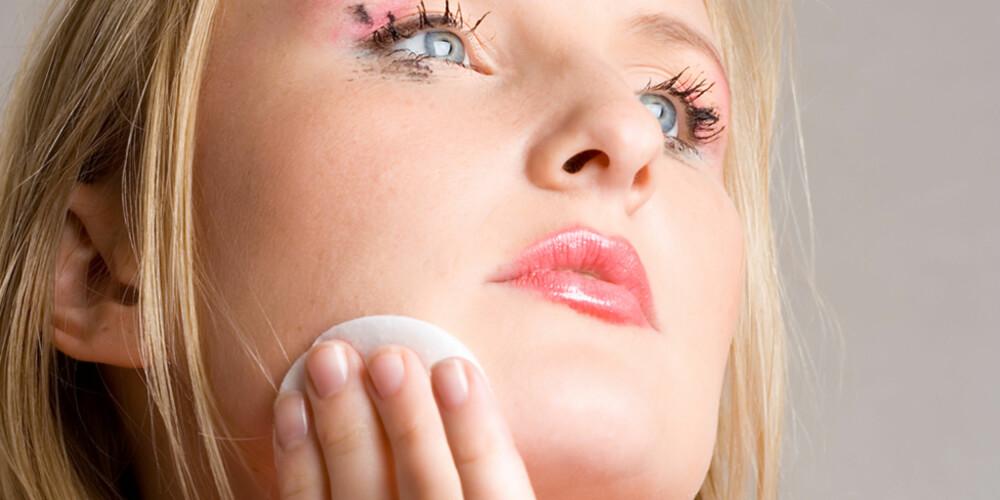 FJERN SMINKEN: Aldri sov med sminke på, råder makeup-artistene. Illustrasjonsfoto: COLOURBOX