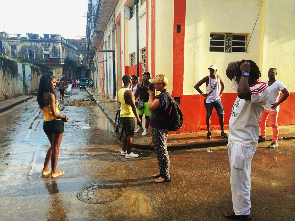 FOTOGRAFERER VAKRE KVINNER: Noroc i Cuba.