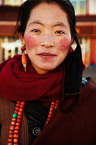 DET TIBETANSKE HØYLAND I KINA: Noroc foretrekker å fotografere naturlige ansikter uten for mye sminke, som denne kvinnen.