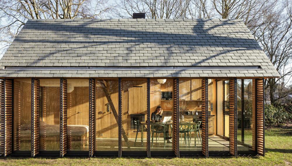 EKSPONERT: Sommerhuset har store vindusflater på to av sidene og er helt lukket på de to andre.