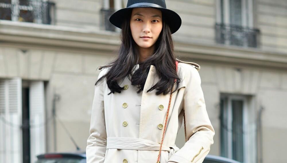 PERFEKT HØSTGARDEROBE: For å få den perfekte høstgarderoben, bør du bygge opp en basisgarderobe bestående blant annet av trench coat.