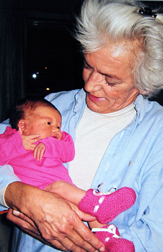 SELMA OG MORMOR: Elisabeths mor døde kort etter at datteren, Selma, ble født. -Jeg synes det er sårt at hun aldri vil bli kjent med mormoren sin.