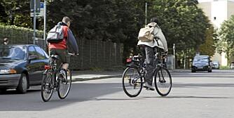 Syklister som ikke gir tegn til hvor de skal i trafikken irriterer svært mange bilister.