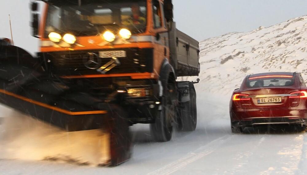 FRYKTER DETTE: 28 prosent er redde for å møte trailere eller andre større kjøretøy på veien. FOTO: Petter Handeland