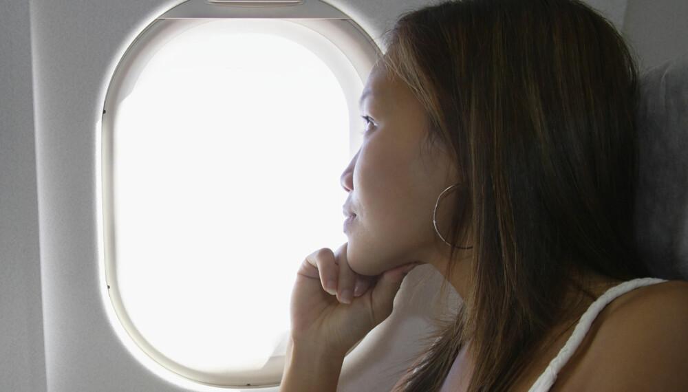 MÅ VÆRE OPPE: Du har kanskje lagt merke til at vindusskjermene alltid må alltid være oppe ved take-off og landing.