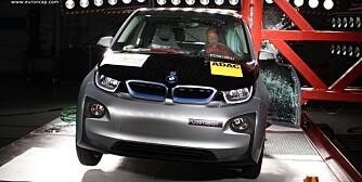 BAK KONKURRENTEN: Konkurrenten Nissan Leaf greide fem stjerner i EuroNCAP-testen. Det greide ikke BMW i3. FOTO: EuroNCAP