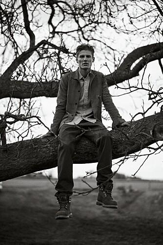 DENIM-ON-DENIM: Jakke fra Wood Wood, kr 2200. Skjorte fra Polo Ralph Lauren, kr 830. Jens fra Our Legacy, kr 1300. Boots fra Hope, kr 3400.