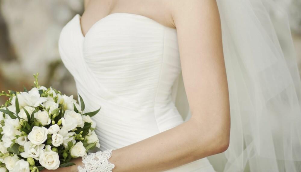 DRØMMEKJOLEN: Det å finne den perfekte brudekjolen kan både være frustrerende og stressende. Her er ekspertenes beste tips for at letingen skal gå som en lek.
