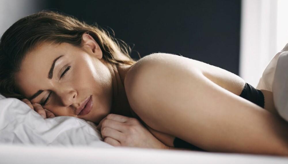 HUDEN FORNYER SEG MENS DU SOVER: Mellom kl. 23 og 04 er cellefornyelsen i huden på sitt maks - det er derfor viktig med en god og lang natts søvn.