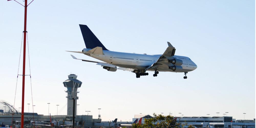 FLYBILLETT: Informasjonssjef Lasse Sandaker-Nilsen i Norwegian forklarer at t prisen på flybilletter styres av tilbud og etterspørsel.